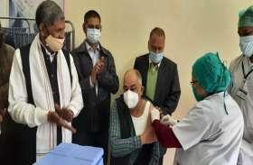 कोरबा में कोरोना टीकाकरण की शुरुआत, जिला अस्पताल के सिविल सर्जन को लगा पहला टीका