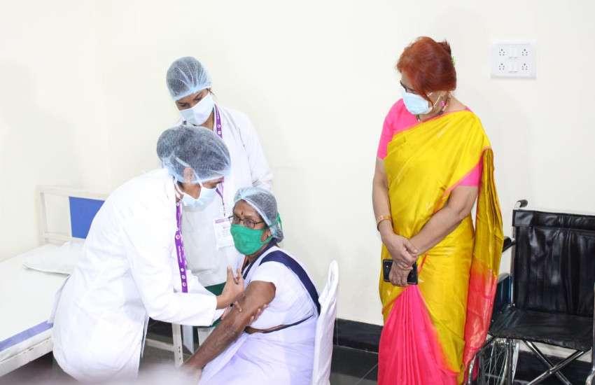 राजधानी में तुलसा को सबसे पहले कोरोना का टीका, मंत्री सिंहदेव हुए कायल