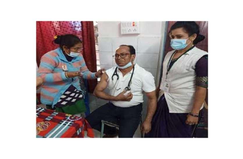 Corona vaccination: लोगों का भ्रम दूर करने को पूर्व सिविल सर्जन ने की पहल