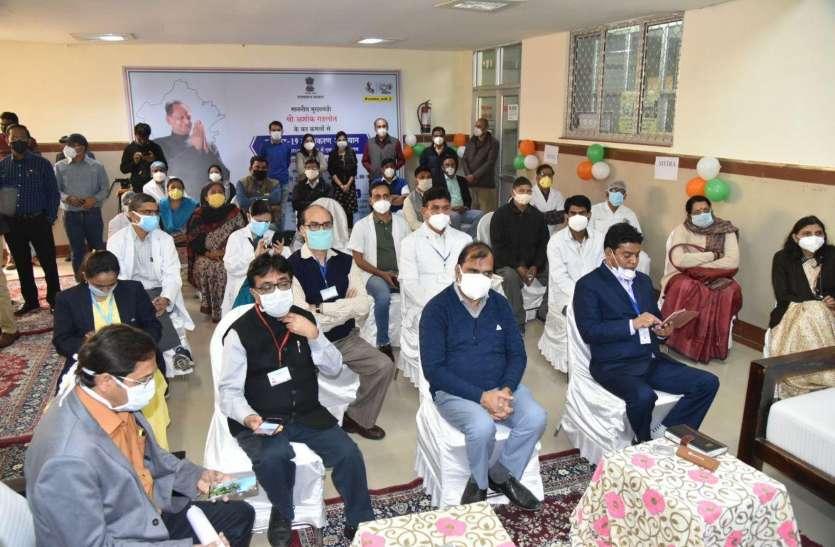 एमडीएम अस्पताल: उत्सव सा माहौल, टीके के लिए लगी कतार