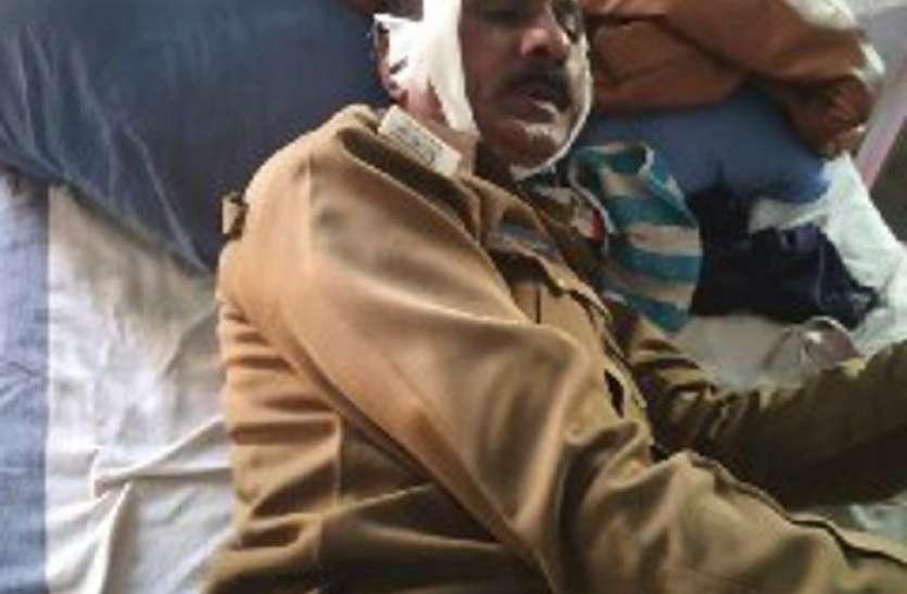 शराब माफिया के ठिकाने पर पुलिस की दबिश, पुलिस पर हमला, दो एएसआई समेत छह आरक्षक घायल