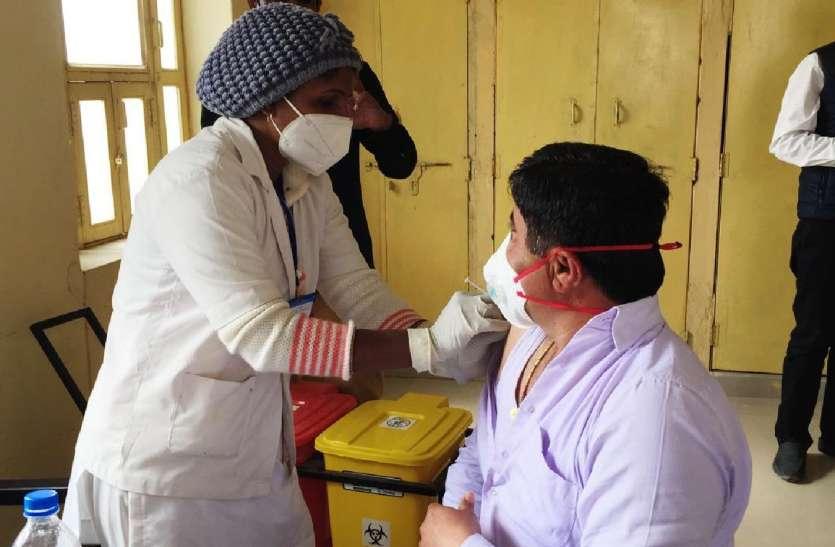 कोविड-19 का टीकाकरण: वैक्शीनेशन का दूसरा दिन, लगाए 100 टीके