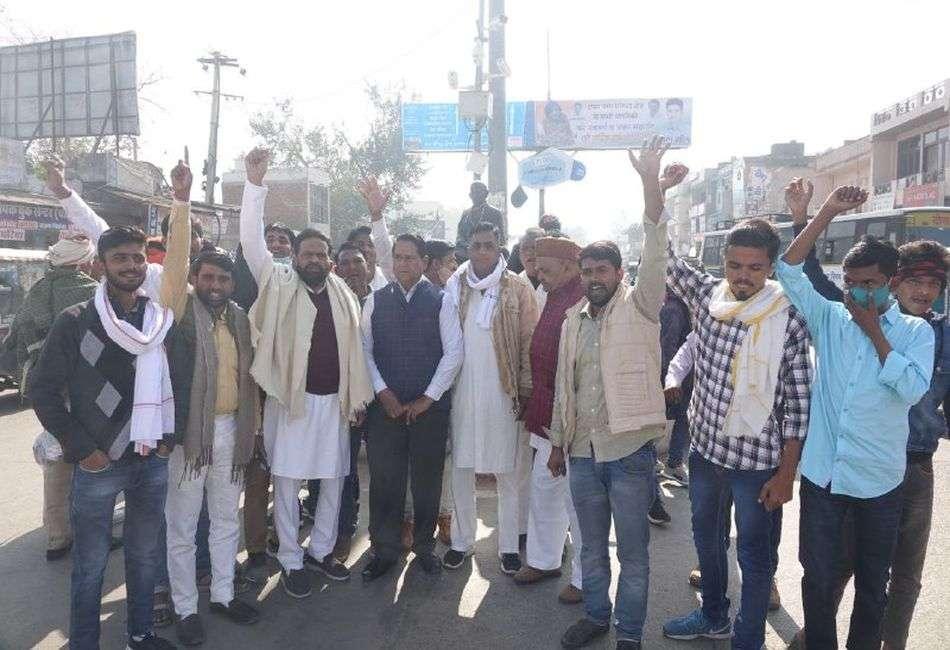 सांसद के बयान के विरोध में कांग्रेस कार्यकर्ताओं ने किया प्रदर्शन