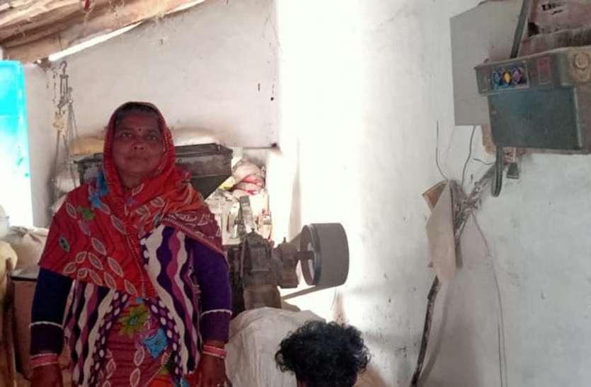 पति की मृत्यु के बाद अनाज पीसने वाली चक्की को बनाया रोजगार का साधन