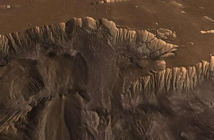 MARS MYSTERY : जानिए, कैसे दिखते हैं मंगल पर विशाल पहाड़ और गहरी खाइयां