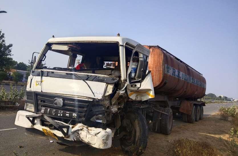 नेशनल हाईवे पर खड़े ट्रेलर को टैंकर ने मारी टक्कर, ट्रेलर चालक की मौत
