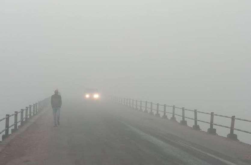 ग्रामीण इलाकों में छाया घना कोहरा, दृश्यता महज 100 मीटर