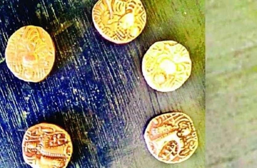 यूपी के बिजनौर में खुदाई के दौरान मिले ब्रिटिश काल के सिक्के