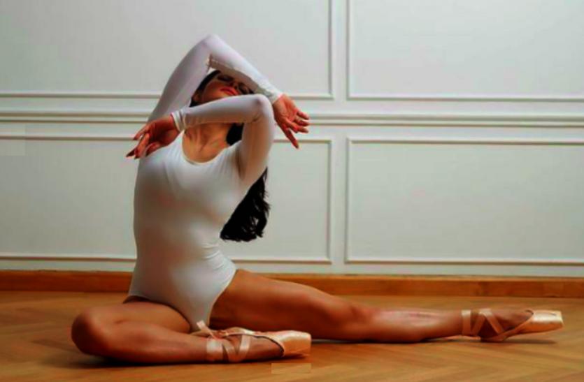 Viral Photos: जैकलीन फर्नांडिस से हुई भूल, फटी ड्रेस में शेयर कर दी क्लोजअप फोटो