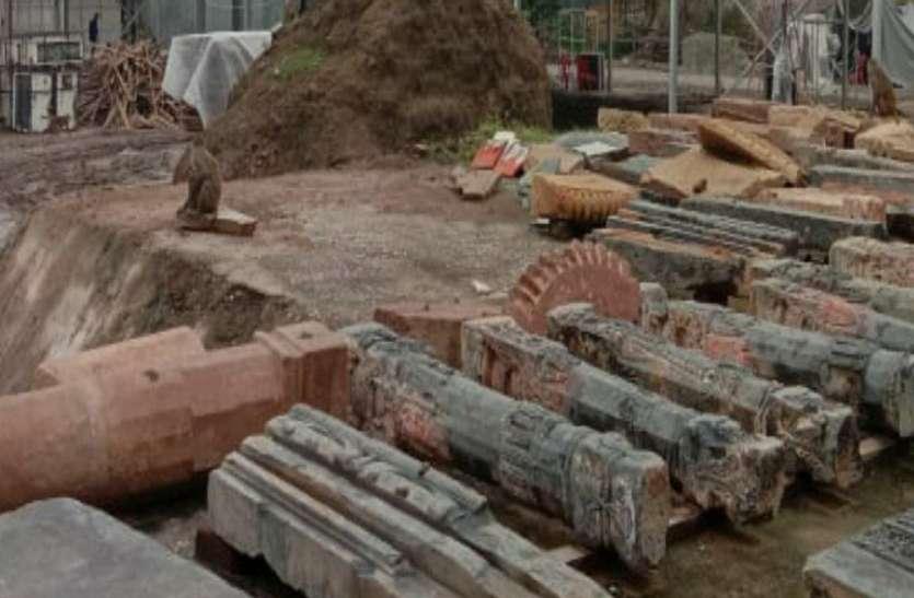 अयोध्या में राम जन्मभूमि गर्भगृह स्थल पर पूजन के बाद नींव निर्माण का काम शुरू