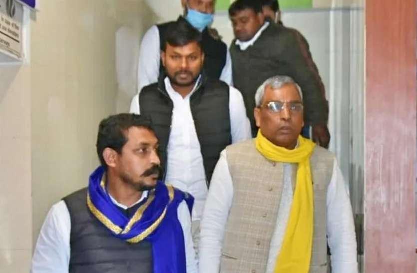 UP Politics : उत्तर प्रदेश में तीसरे मोर्चे को तैयार छोटे दल, कर सकते हैं बड़ा उलटफेर