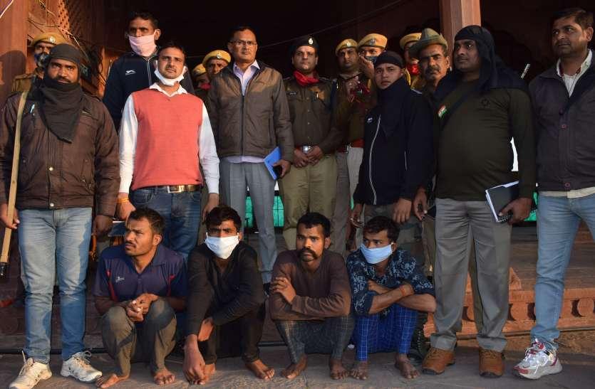 बाड़ी विधायक की हत्या की योजना बनाते डकैत केशव के भाई व तीन मौसी के लड़के गिरफ्तार