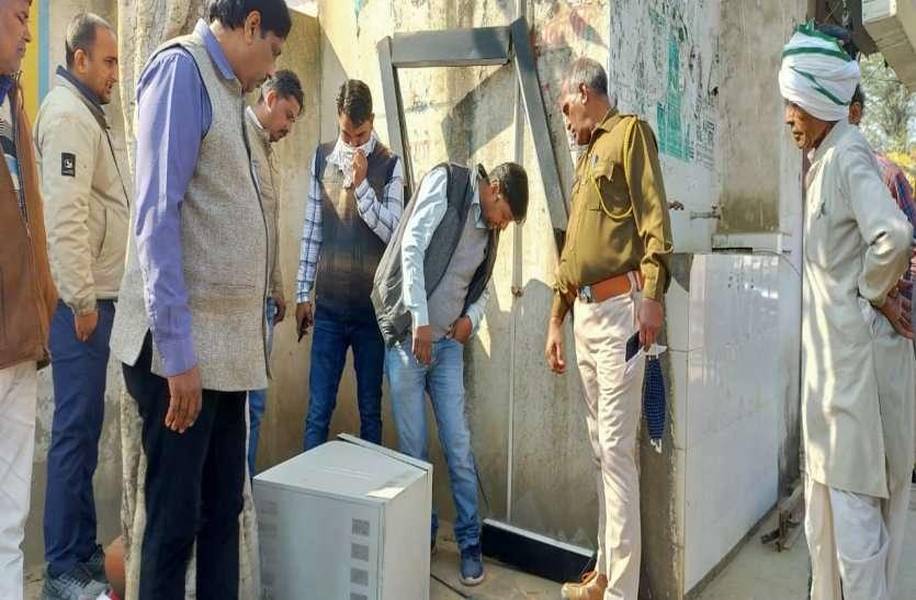 अलवर के मौजपुर गांव में बदमाशों ने उखाड़ी एटीएम मशीन, 6 लाख से अधिक कैश लूटकर हो गए फरार