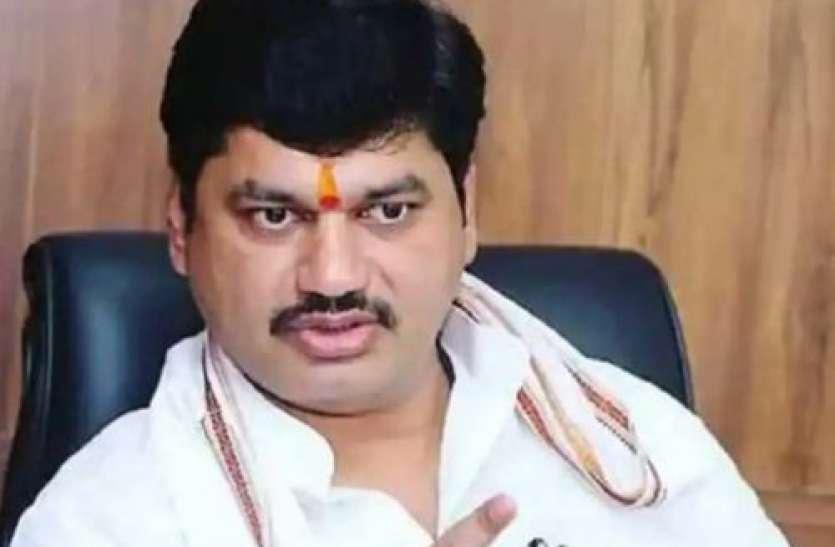 Maharashtra: उद्धव सरकार में मंत्री धनंजय मुंडे को बड़ी राहत, दुष्कर्म का आरोप लगाने वाली महिला ने वापस ली शिकायत