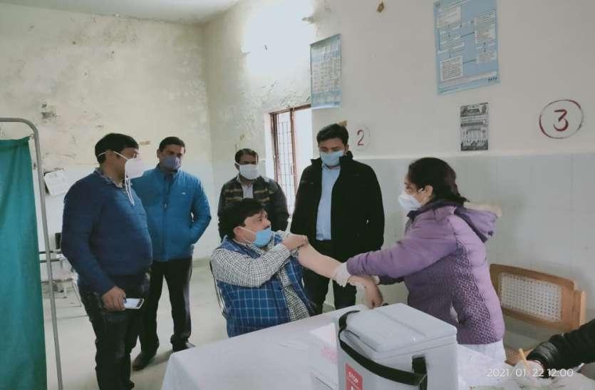 कोरोना वैक्सीनेशन में अहम योगदान दे रहा क्षय रोग विभाग, प्रदेश अध्यक्ष ने खुद लगवाई वैक्सीन