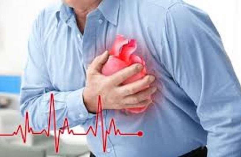 Heart Attack Symptoms: दिल का दौरा पड़ने से पहले शरीर में दिखते हैं ये लक्षण, मिलते ही हो जाइए सावधान