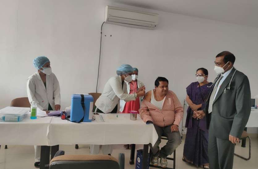 जिले में 671 स्वास्थ्य कर्मियों को लगा कोरोना का टीका, जानें स्थिति