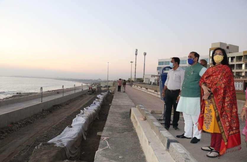 Gujarat: मुख्यमंत्री रूपाणी ने सोमनाथ चौपाटी पर वॉक-वे का निरीक्षण किया