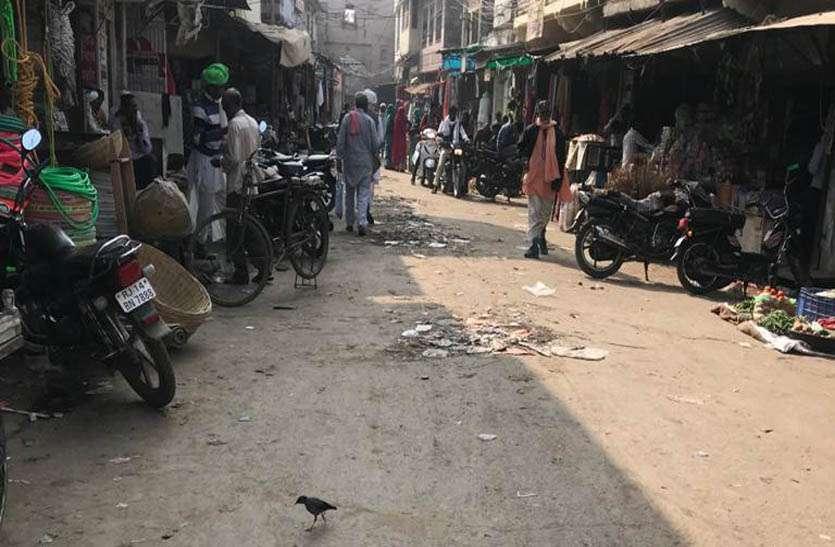 सफाई कर्मियों की चार माह से हड़ताल जारी, जगह-जगह लगे गंदगी की ढेर