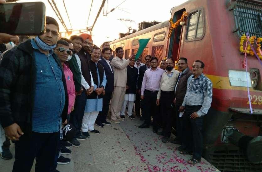 14 कोच वाली इस ट्रेन में केवल 50 यात्रियों ने किया सफर, जानें क्यों