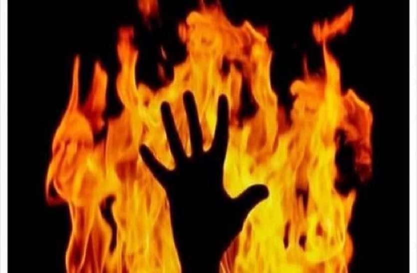 Bareilly: किसान को कंटीले तार के जरिये पेड़ सेबांधकरजिंदा जलाया