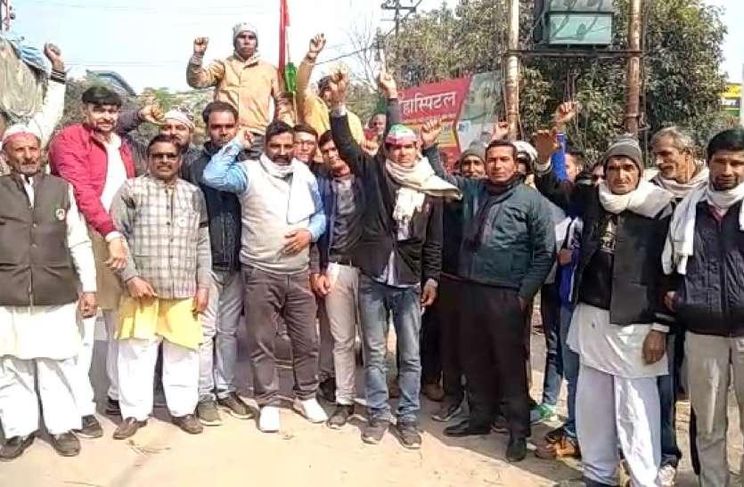 Farmers Protest: 26 जनवरी को परेड में शामिल होने को ट्रैक्टर लेकर निकले किसान, बोले- जारी रहेगा आंदोलन