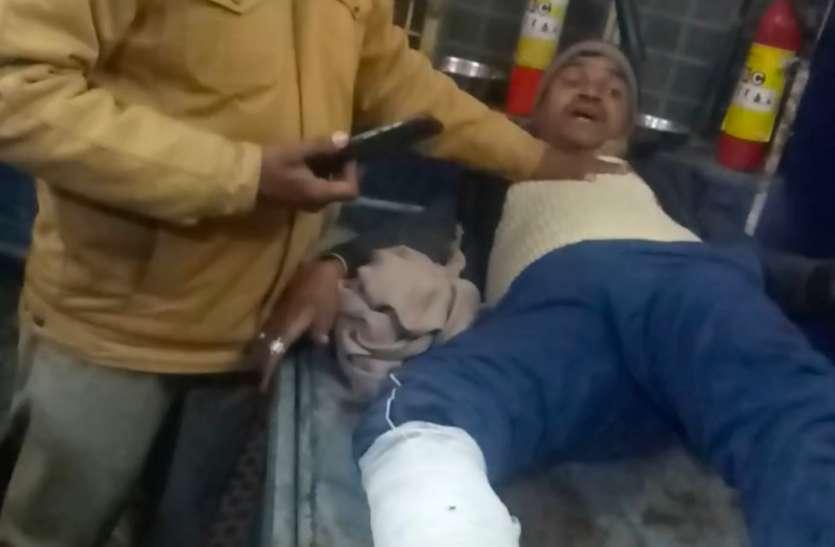 चेकिंग कर रहे दरोगा की गलती से बाईक सवार युवक आया ट्रक के पहिए के नीचे,घायल का  लखनऊ में चल रहा है इलाज