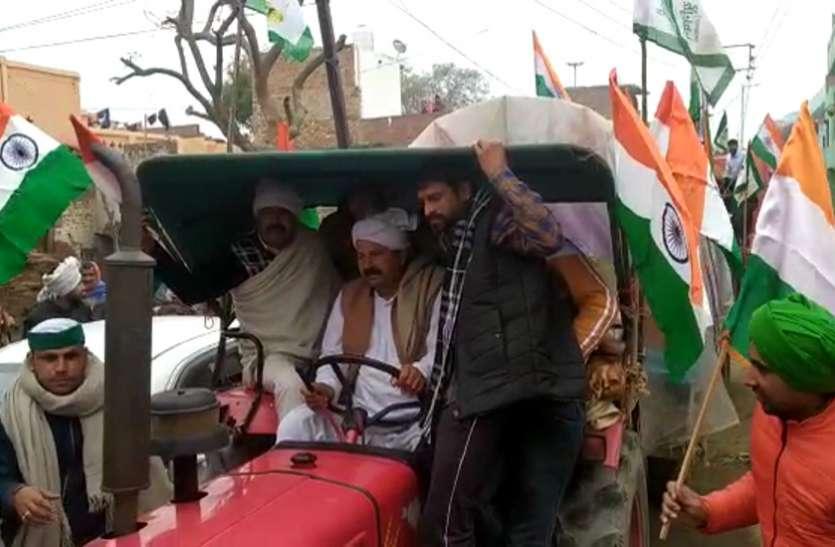 भारी लाव-लश्कर के साथ दिल्ली रवाना हुए भाकियू चीफ चौधरी नरेश टिकैत