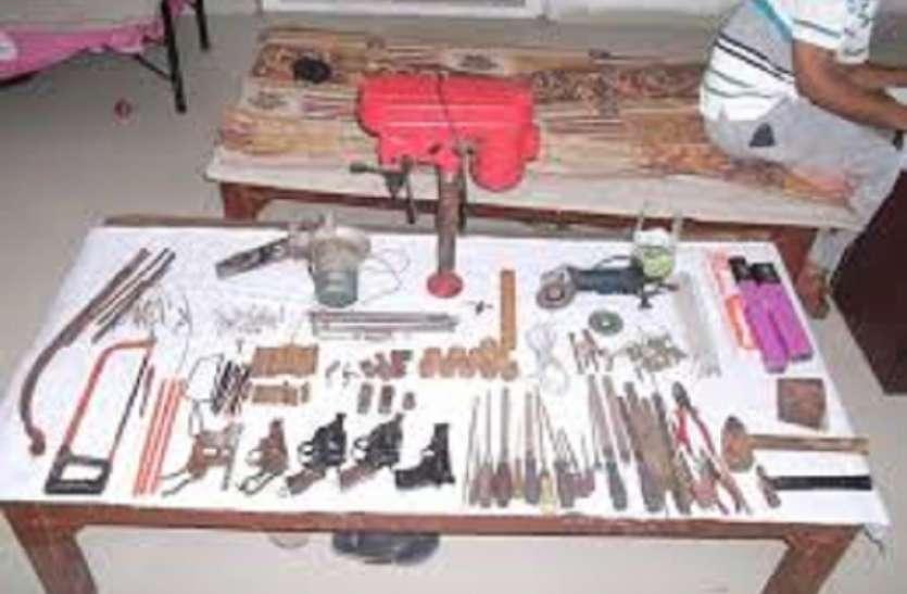 मालदा में एसटीएफ ने अवैध हथियार कारखाने का किया भंडाफोड़, दो गिरफ्तार
