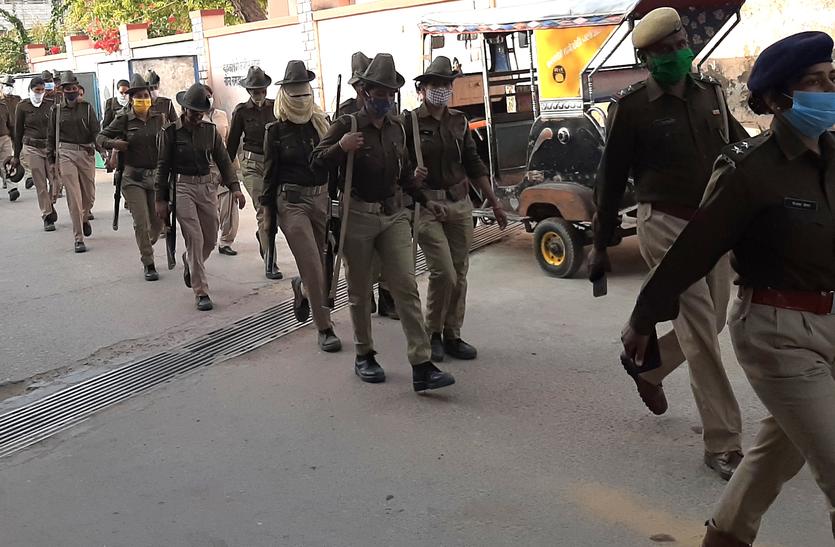 आखिर पुलिस ने क्यों निकाला फ्लैग मार्च