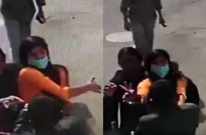 महिला ने खुलेआम कांग्रेस नेता को मारा थप्पड़, अंदर चल रही थी मंत्री की मीटिंग