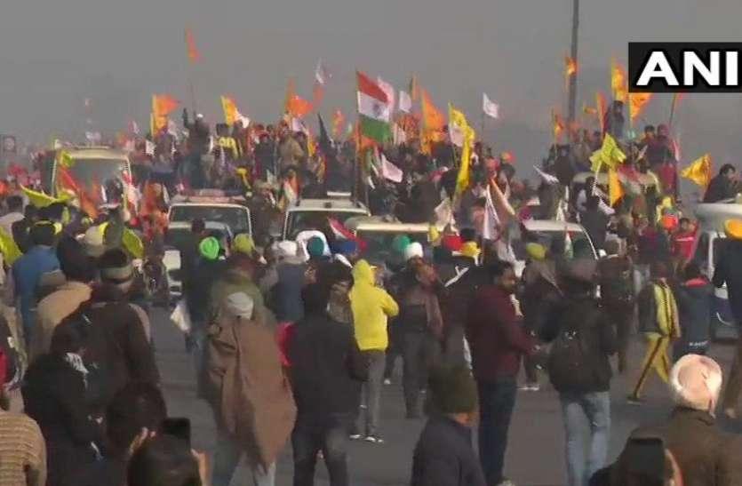 टिकरी बॉर्डर से किसानों की ट्रैक्टर रैली दिल्ली में दाखिल, देखती रही पुलिस