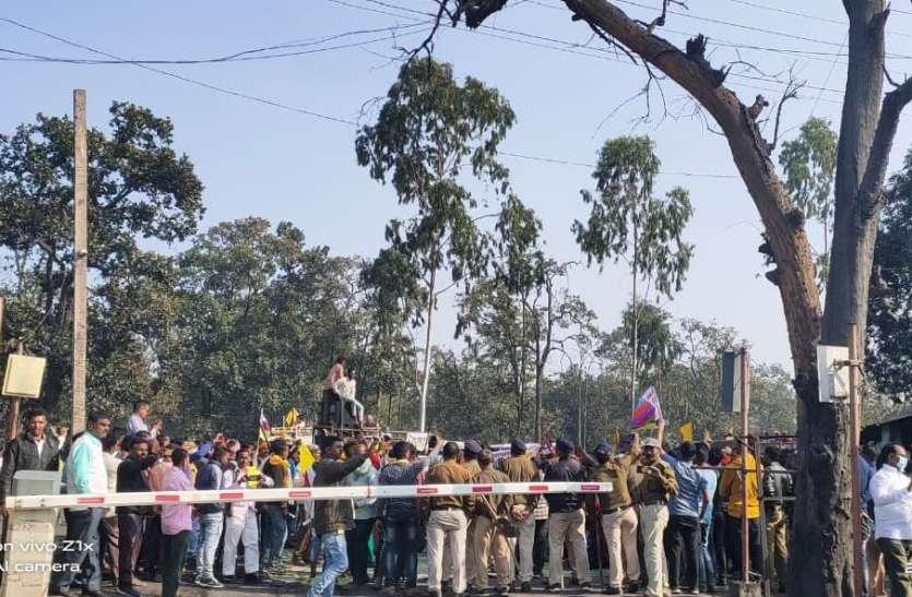 कलेक्टर की अपील पर धरना प्रदर्शन समाप्त, कोर्ट जाने की सलाह पर माने मजदूर व किसान संघ