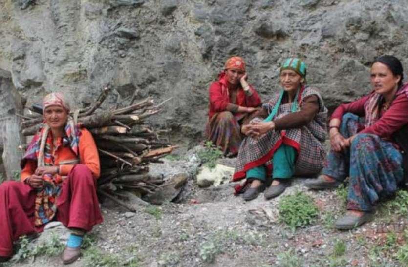 अजीबोगरीब प्रथा: भारत के इस गांव में 5 दिनों तक निर्वस्त्र रहती हैं महिलाएं, वजह जान उड़ जाएंगे होश