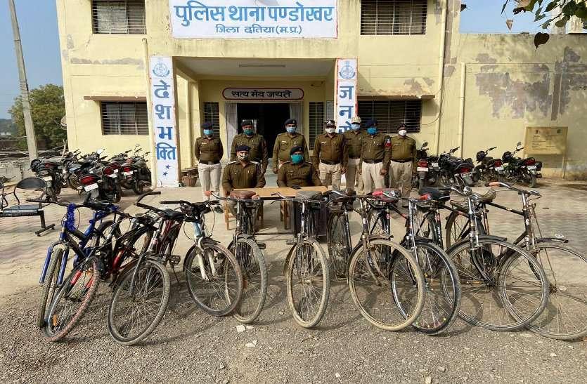 चोरी की साइकिलों के साथ आरोपी गिरफ्तार
