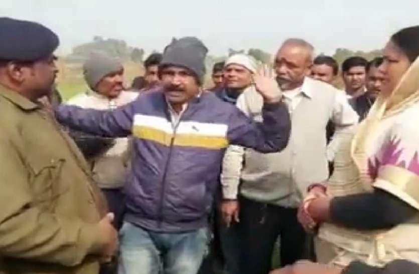 फंदे पर लटका मिला किसान का शव, पुलिस पर प्रताड़ना का आरोप