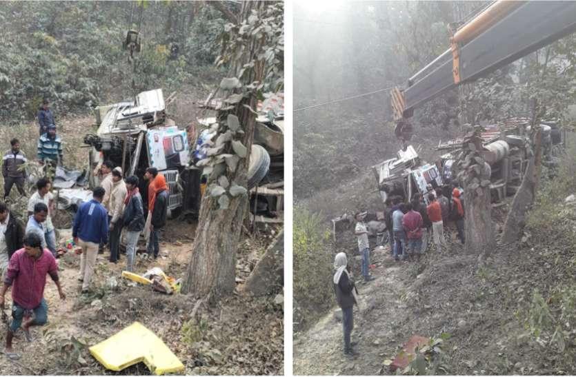 ओडिशा से लुधियाना जा रहा ट्राला खाई में गिरा, ड्राइवर-क्लीनर की दर्दनाक मौत, 9 घंटे से फंसी है लाश