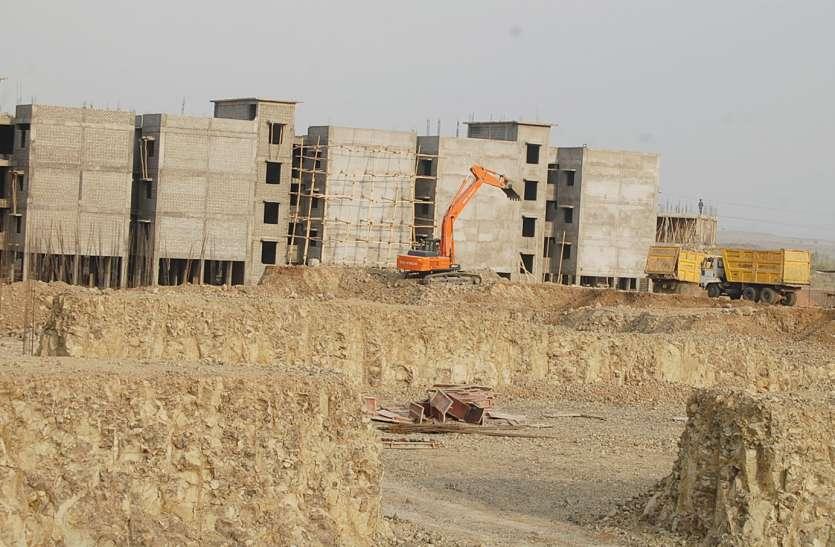 पैसे के अभाव में अटका प्रधानमंत्री आवास योजना प्रोजेक्ट
