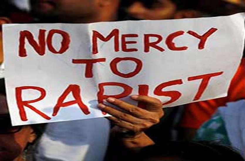 सड़क पर टहल रही नाबालिग को उठाकर चलती ट्रक में किया बलात्कार, आरोपी युवक को 10 साल की सजा
