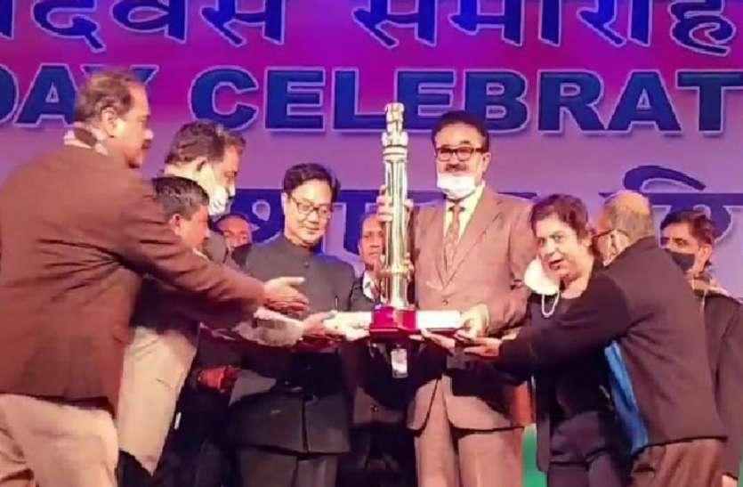 यूपी को मिला बड़ा सम्मान राम मंदिर झांकी आई नम्बर वन, एसीसी सूचना नवनीत सहगल, सूचना निदेशक शिशिर ने ग्रहण किया पुरस्कार