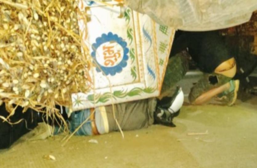 बैतूल-नागपुर नेशनल हाइवे पर हादसा: गन्ने से भरी ट्राली पलटी, तीन युवकों की मौत
