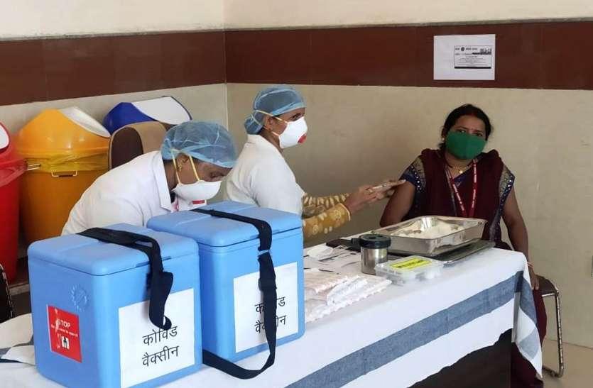 742 ने लगवाया कोरोना टीका, बोले अच्छा लगा