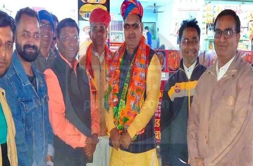 भाजपा प्रदेश महामंत्री पहुंचेे भजनलाल शर्मा आबूरोड, कहा - गहलोत सरकार योजनाओं के नाम बदलकर बटोर रही झूठी वाहवाही