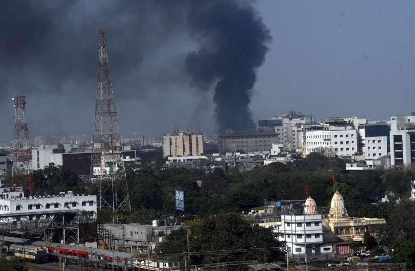FIRE IN SURAT : दस किलोमीटर तक दिखे धुएं के गुब्बार से खलबली