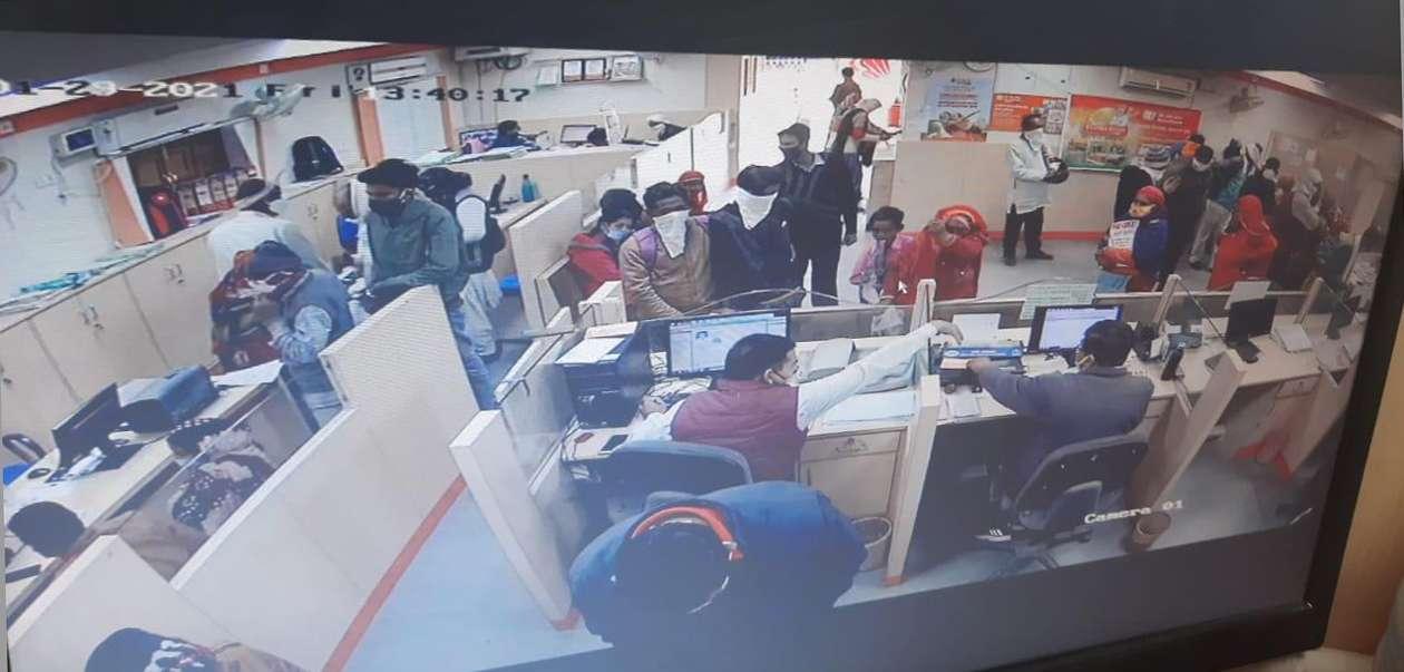 चिड़ावा में जोधा का बास की दंपति के बैग से 45 हजार रुपए पार