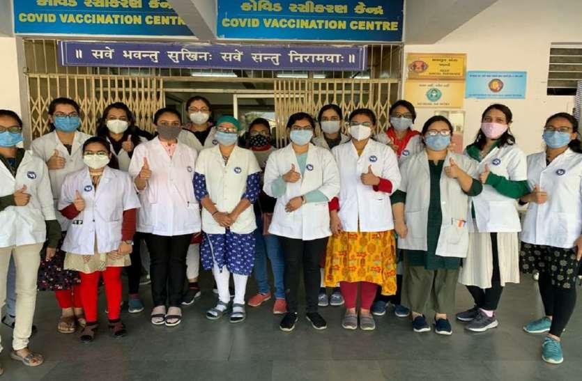 Gujarat: गुजरात में कोरोना के 323 नए मरीज, 2 मौत