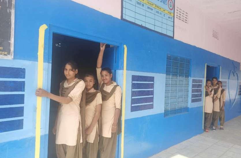 यहां ट्रेन में चलती स्कूल, बच्चों को पढऩे में आता आनंद