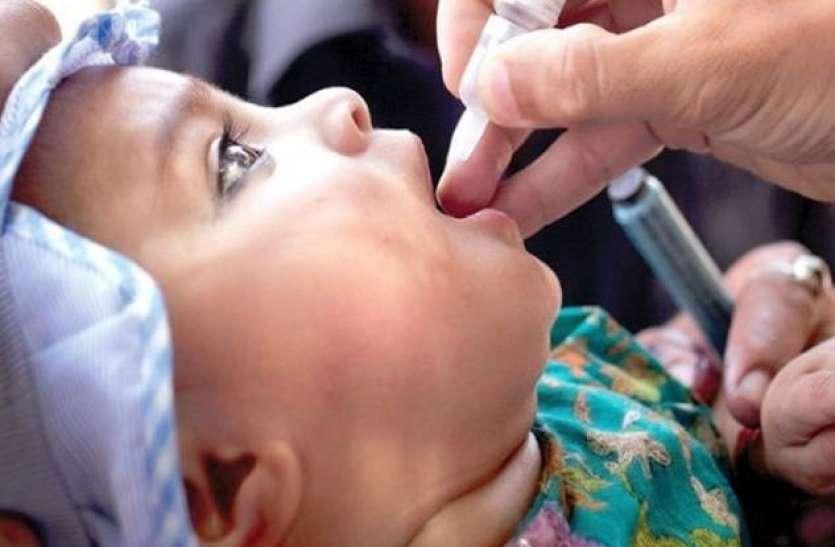 पोलियो ड्रॉप पिलाकर राष्ट्रपति रामनाथ कोविंद ने पल्स पोलियो अभियान का शुभारंभ किया