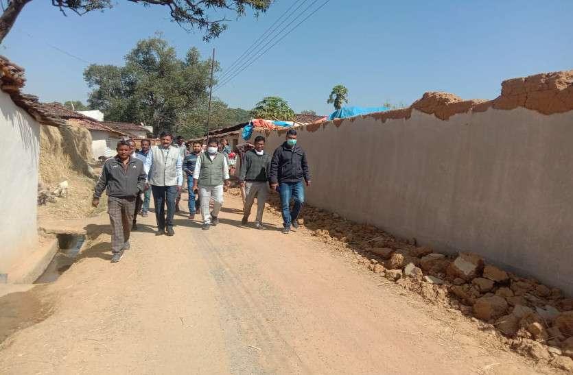 इस काम के लिए गांव के लोग खुद ही तोड़ रहे अपना मकान, कहा- इससे उन्हें ही मिलेगा फायदा