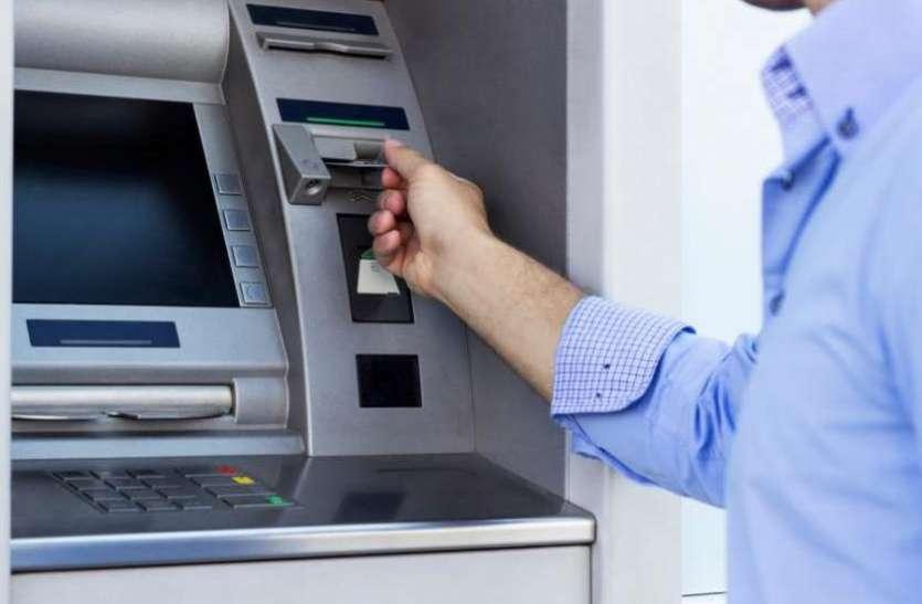 ATM से रुपये निकालने वालों के लिये जरूरी खबर, आधे ज्यादा एटीएम में नहीं निकलेंगे ये नोट, जानिये वजह
